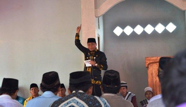 Bupati Lampura Hadiri Acara Isra Miraj Nabi Muhammad SAW di Desa Kembang Gading