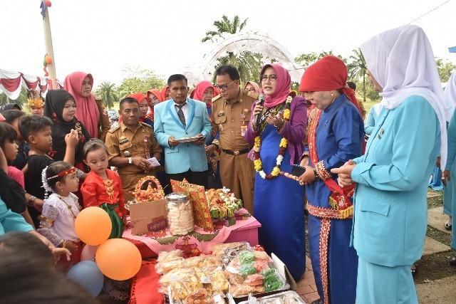 Hj. Endah Kartika Prajawati Menghadiri Gebyar PAUD