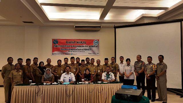 Anggota Sat Binmas Polresta Pekanbaru menghadiri giat rapat kerja pemetaan  kawasan rawan Narkoba dan sinergitas program pemberdayaan Alternatif dalam  bidang ... dc14f9e910