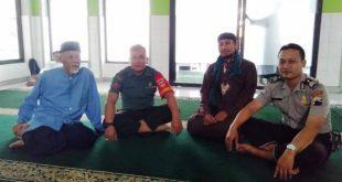 Tingkatkan Iman dan Taqwa, BABINSA Danukusuman Melaksanakan Sholat Jum'at di Wilayah Binaanya