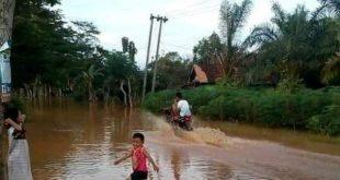 Selain Merendam Belasan Rumah, Jalan Akses Menuju Kecamatan Abung Timur Lumpuh Total