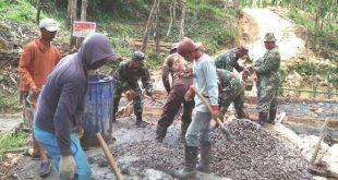 TMMD ke -104 Kodim 0721/Blora Rehab Mushola Mbah Legiman Mengucap Syukur