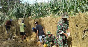 Rela Tanahnya Dikepras Demi Pembangunan Jalan TMMD