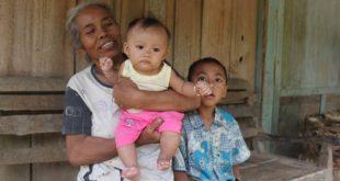 Demi TMMD, Nenek Ini Rela Momong Cucu