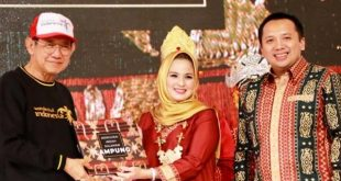 """Ibu Yustin Ficardo Launching Buku """"Mengurai Indah Sulaman Lampung"""" dalam Ajang Jakarta Marketing Week 2019"""