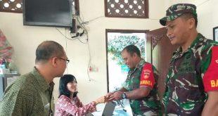 Babinsa Kelurahan Kratonan Koramil 03/Serengan Jalin Komsos Dengan Pegawai Kelurahan