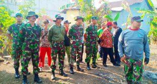 Sambut KBD Tahap III Tahun 2019 Babinsa Koramil 04/Jebres Ajak Warganya Lakukan Kerja Bakti