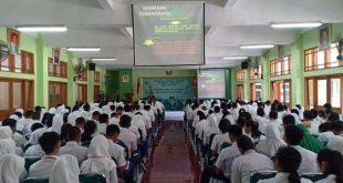 Danramil 03/Serengan Berikankan Materi Wasbang di SMAN 7 Surakarta