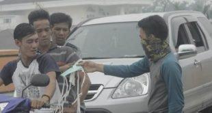 Peduli Bencana  Kabut Asap Hippemarki Kampar Kiri Bagikan Masker