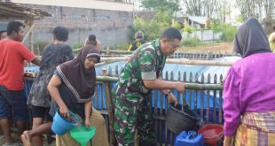 Totalitas Anggota Koramil Margoyoso (Kodim Pati ) Dalam Membantu Air Bersih Di Wilayah Kekeringan
