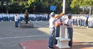 Kapten Inf Tri Sakti Kristiyoso Jadi Inspektur Upacara di SMKN 3 Surakarta