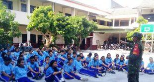 Babinsa kelurahan Tegal Harjo melatih PBB Siswa-siswi SMK Kristen 1 Surakarta