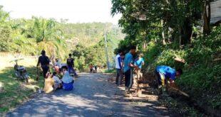 Bersama Warga Dan Karang Taruna Perangkat Desa Kertajaya Lestarikan Budaya Gotong Royong